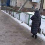 Скребемся по краешку: барнаульцы жалуются на скользкие тротуары