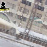 Иномарка вылетела на трамвайные пути после ДТП в Барнауле
