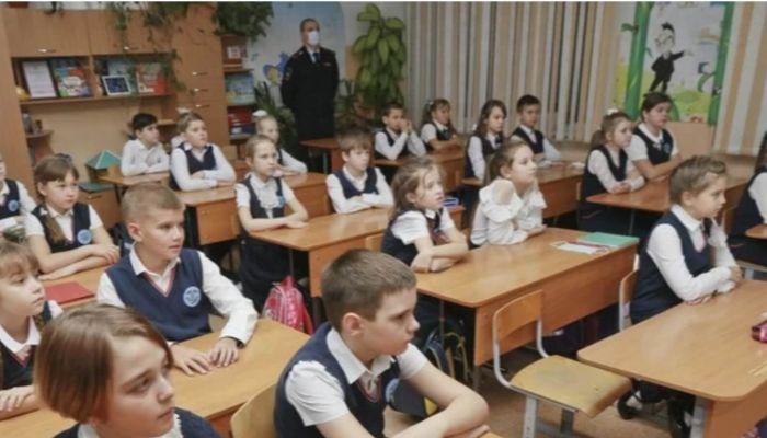 Глава минтранса рассказал школьникам Барнаула о правилах дорожного движения