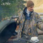 Шоумен Александр Гудков приготовил и поел жженых шишек на Алтае