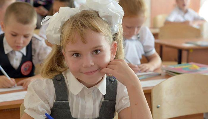 Две алтайские школы закрыли на карантин, 32 класса перешли на удалёнку