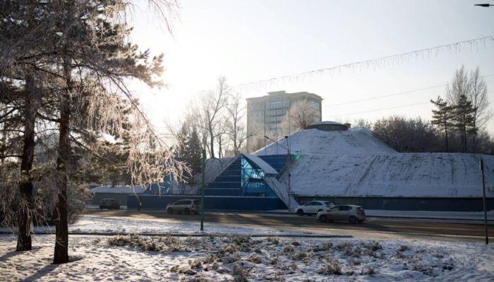 Площадь Сахарова перекроют для машин уже 6 декабря для установки елки