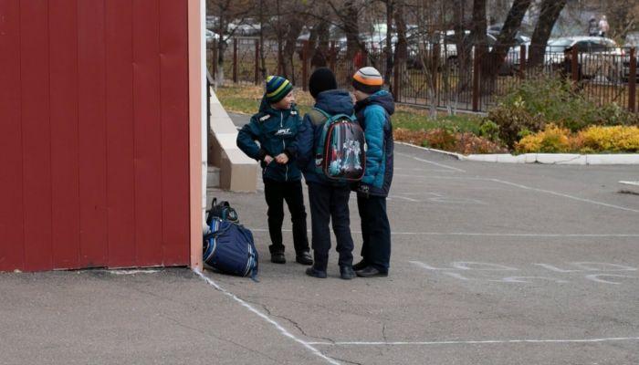 Прокуратура: осенние каникулы барнаульским школьникам продлили незаконно
