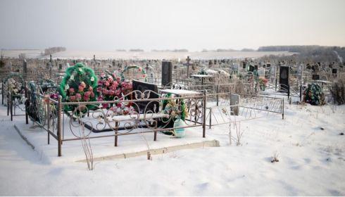 Трудоспособные мужчины на Алтае умирают от COVID в два раза чаще женщин