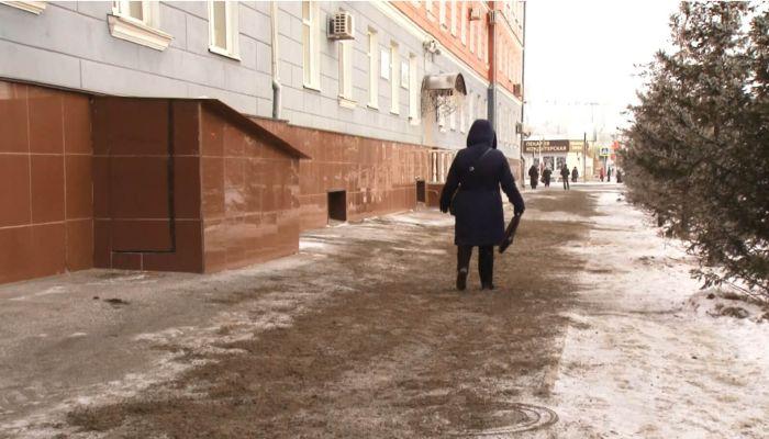 Сплошной каток: барнаульцы жалуются на скользкие тротуары