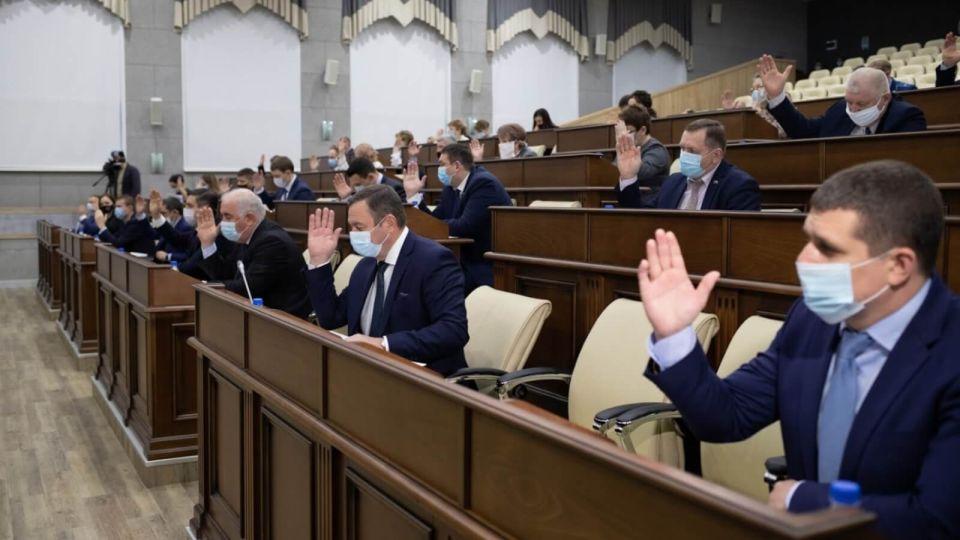 Депутаты неохотно поспорили и приняли бюджет Барнаула