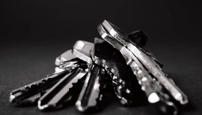 На Алтае завели дело из-за халатности чиновников, оставивших сирот без жилья