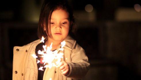 Россиянам разрешили взрывать петарды и фейерверки в помещении на Новый год