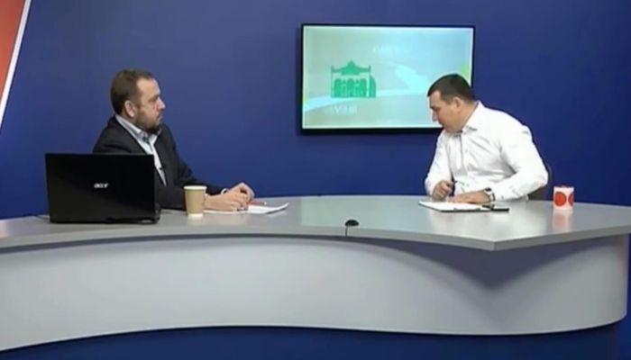 Мэр Новокузнецка плюнул на пол во время эфира на ТВ