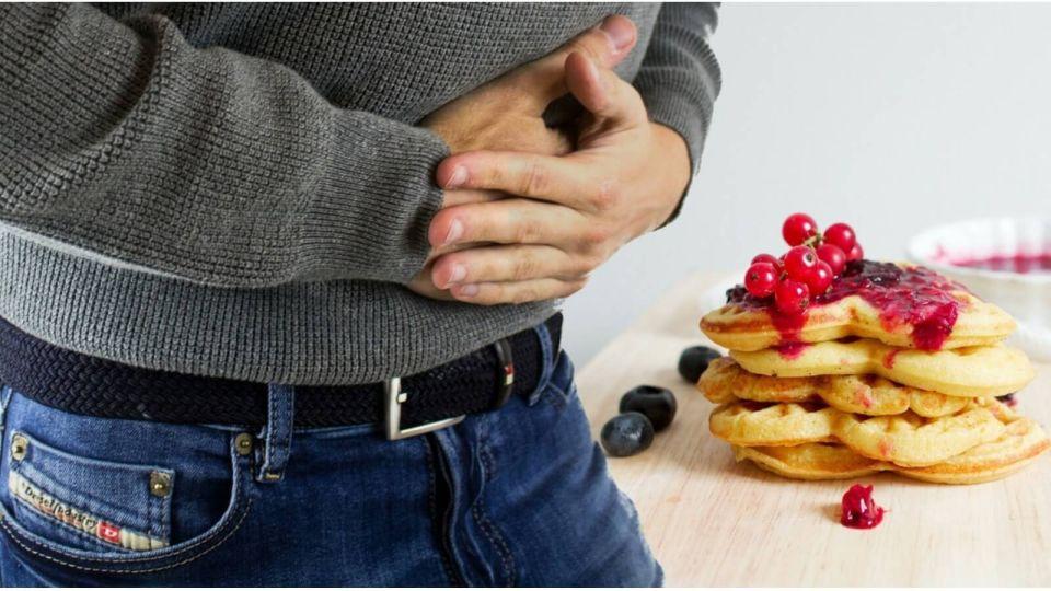 Диетолог рассказал, чем грозит организму переедание