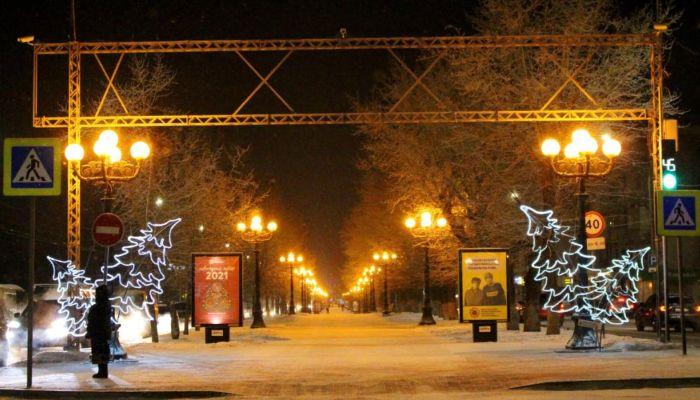 Гирлянды, олени, цветы: как центр Барнаула украшают к Новому году