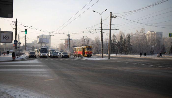 Барнаульских водителей просят быть аккуратнее на дорогах из-за шторма