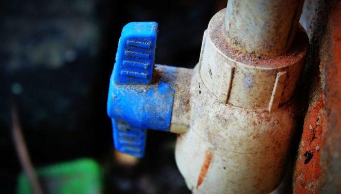 Сотни домов Бийска останутся без тепла из-за повреждения на трубопроводе
