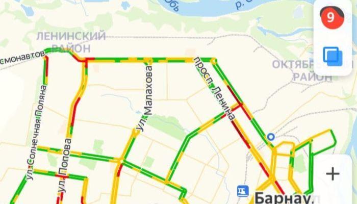 Барнаул встал в девятибалльной пробке утром 9 декабря