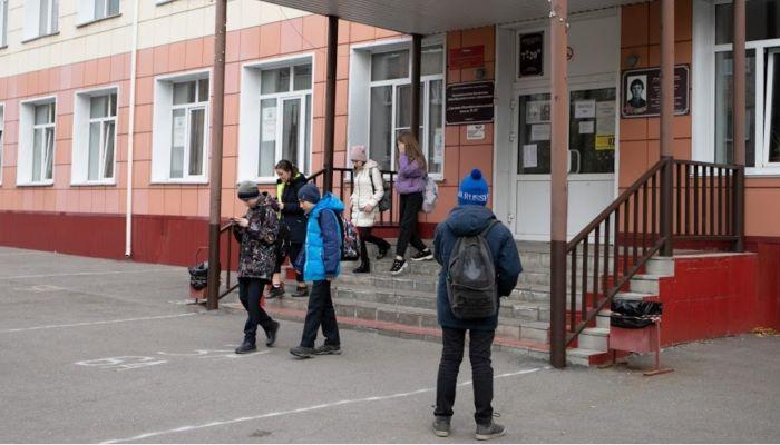 В российских школах и детсадах запретили массовые праздники еще на год