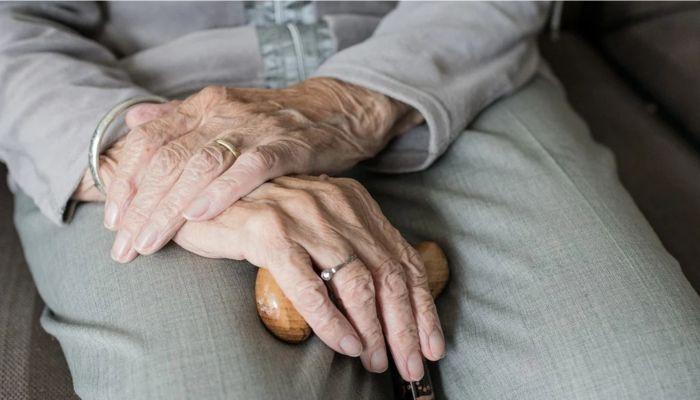 Могут ли родственники получить пенсию умершего человека