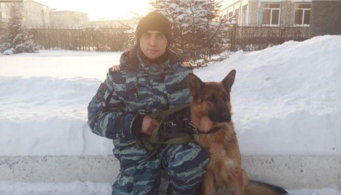 Служебная собака Ксюша нашла заблудившегося пенсионера в алтайском селе