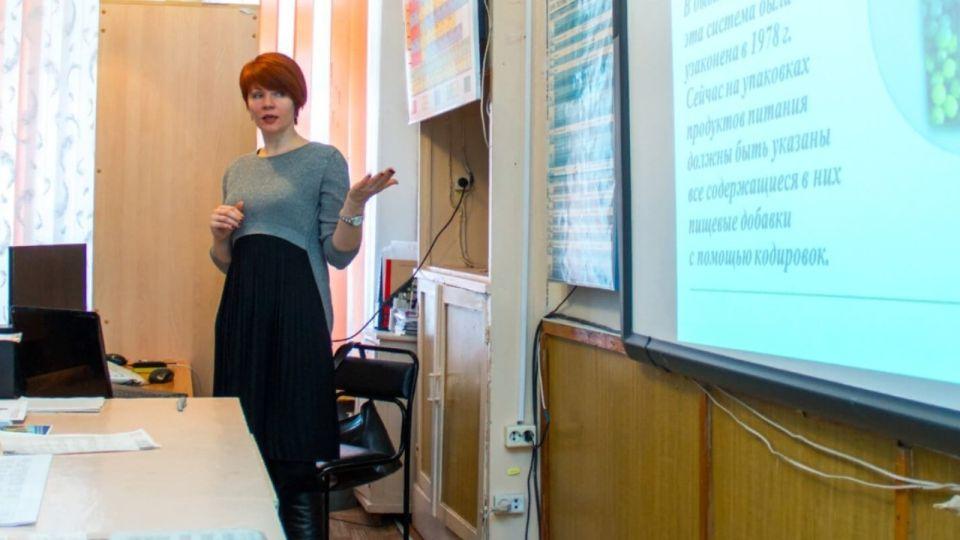 В Алтайском крае решили проблему с падением зарплат учителей