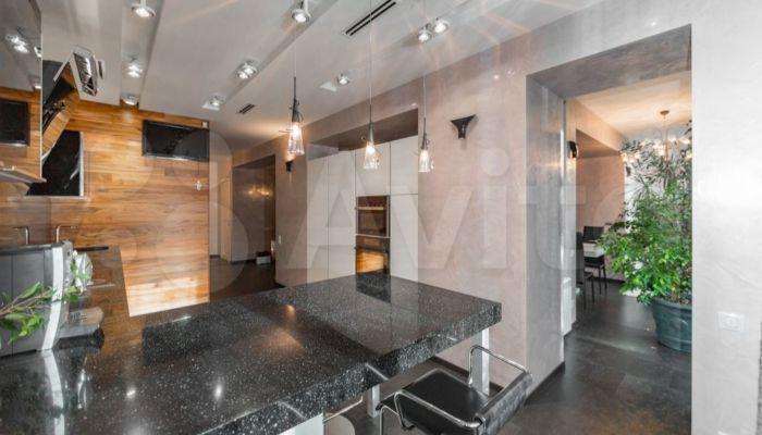 В Барнауле продают квартиру-лабиринт с санузлом в несколько комнат