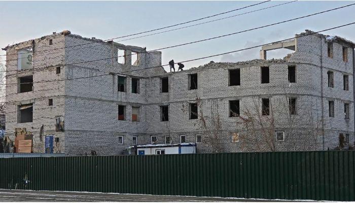 Участок из-под нелегального офисного центра продают в Барнауле