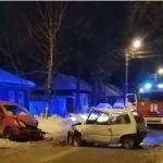 Лобовое столкновение произошло ночью в районе Горы в Барнауле
