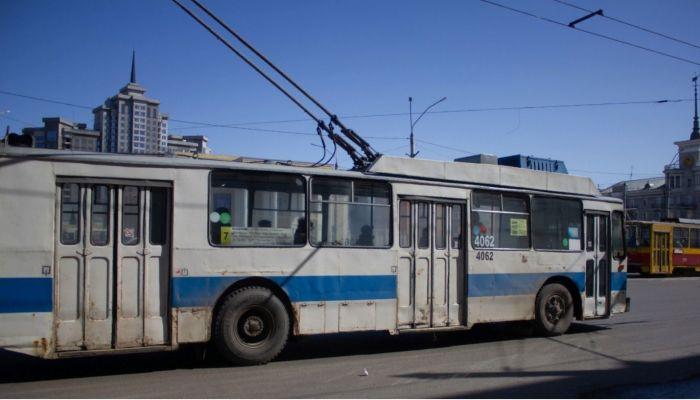Водителей электротранспорта в Барнауле могут обязать обилечивать пассажиров