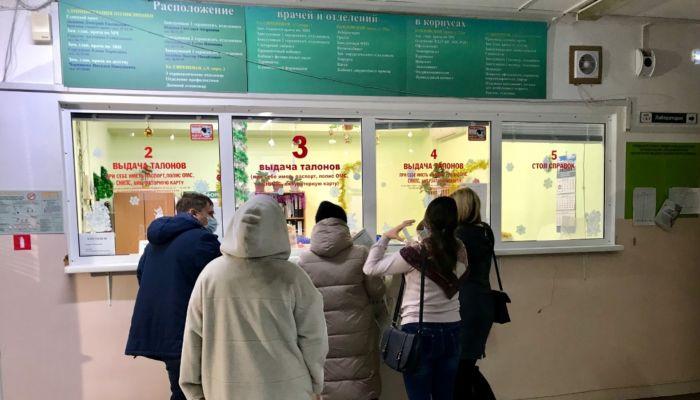 Главврач поликлиники Барнаула рассказал, как и кому раздают лекарства от ковида
