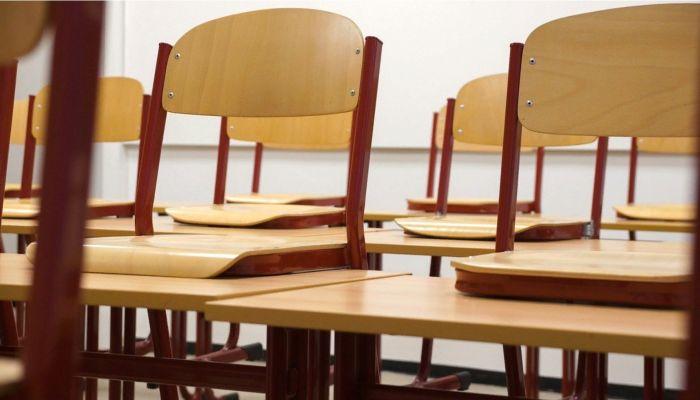 Учитель из Волгограда заперла 14-летнего школьника в тумбочке