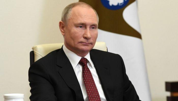 Актуально: Путин оценил алтайскую практику страховать учителей от COVID