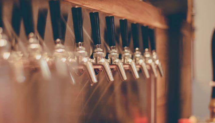 Депутаты приняли закон об ограничении работы баров в многоэтажных домах