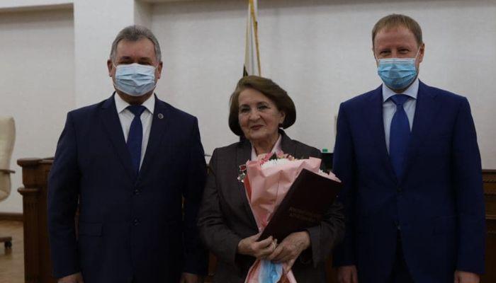Патриотов не играли, а были: как Надежда Ремнева растрогала депутатов АКЗС