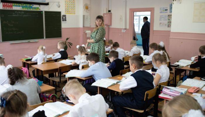 Депутаты рассмотрели законопроект о педагогах с клятвой и соцподдержкой