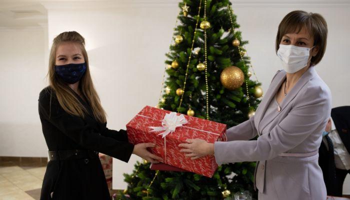 Подарки под елкой и рукопожатия: как прошла сессия АКЗС- в фоторепортаже Толка