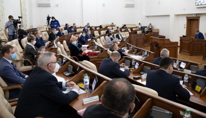 Бары, педагоги, сироты: какие законопроекты рассмотрели депутаты АКЗС в декабре