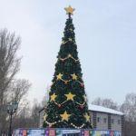 Каток, горка и Бычок: на площади Мира в Барнауле обустроили новогодний городок