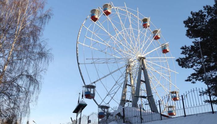 Колесо обозрения демонтируют на площади Сахарова в Барнауле