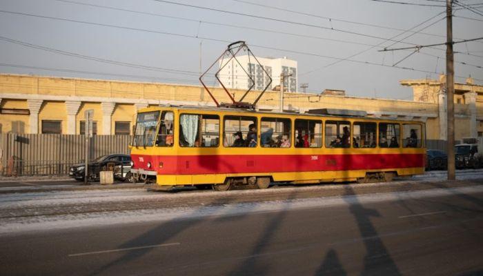 На вас забили: водитель трамвая в Барнауле рассказал о сокращении кондукторов