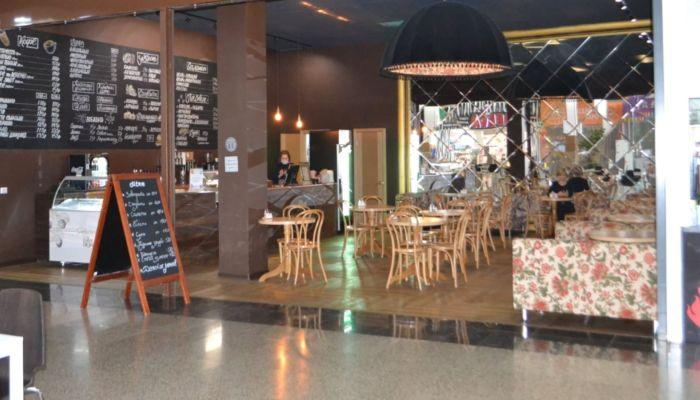 В популярном барнаульском ТЦ продают уютное кафе вместе с сотрудниками