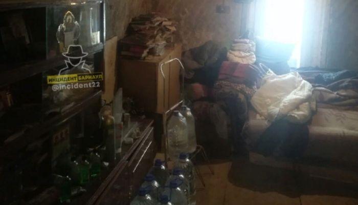 Барнаульцы помогли старушке, которая живет в доме без воды и тепла