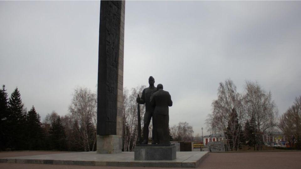 За год в Алтайском крае обновлено более 150 памятников и мемориалов