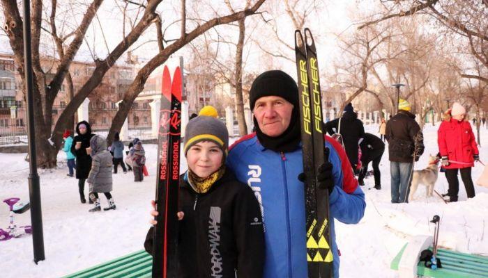Жители Барнаула обкатали Народную лыжню в парках Изумрудный и Юбилейный