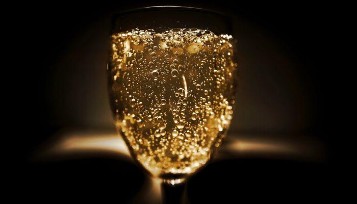 Как правильно выбрать шампанское, чтобы купить хороший напиток, а не подделку