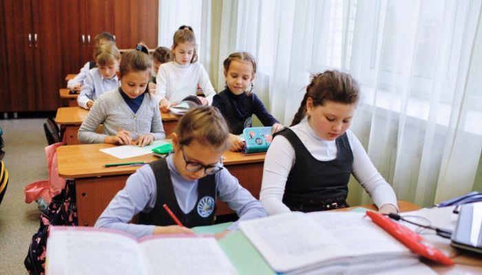 После каникул алтайские школьники начнут третью четверть в очном формате
