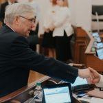 Кому за 65: кто из алтайских депутатов почтенного возраста пойдет на выборы-2021