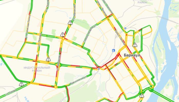 Тихо едем: пробки вновь сковали барнаульские дороги вечером 24 декабря