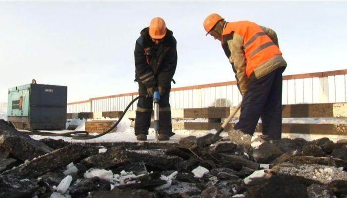 На контроль: в Заринске подрядчик затягивает сроки ремонта важного моста
