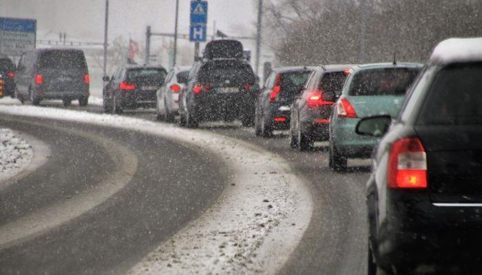 Утром 25 декабря таксисты в Барнауле взвинтили цены из-за 7-балльных пробок