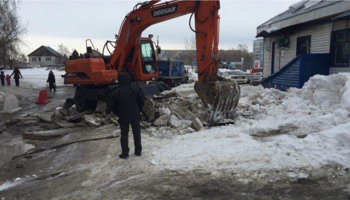 Водоканал Барнаула ответил на троллинг мэрии и пригласил поработать на авариях