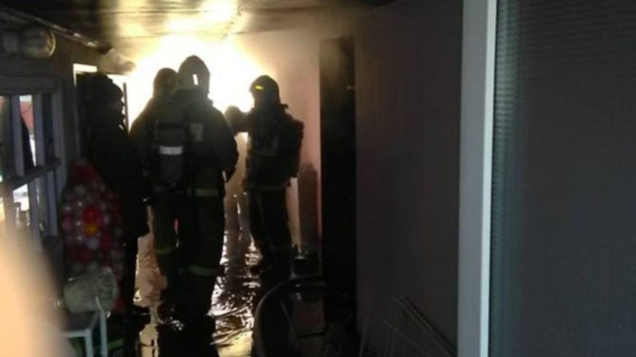 Пожарные спасли семью из пяти человек от взрыва газового баллона