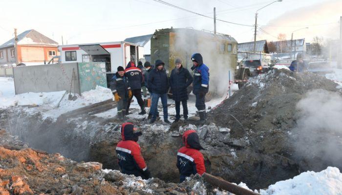 Глава Барнаула проконтролировал работы по устранению аварии на теплосетях
